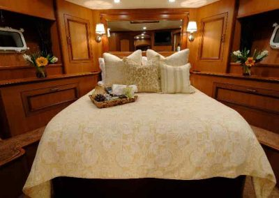 E8-Endless-Summer---Forward-Stateroom